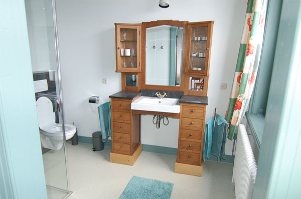 05_RoomGreen-bathroom